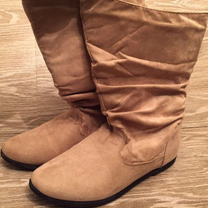 Rue21 faux suede L 8/9 tan boots